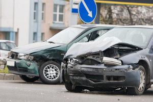 Falsches Abbiegen kann zu einem Unfall führen.