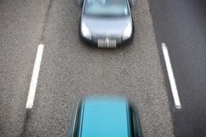 Der Abstand zwischen Fahrzeugen sollte min. den halben Tachowert groß sein