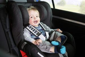 Ein Kindersitz ist unabdingbar für die Verkehrssicherheit von Kindern.