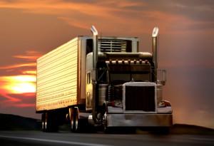 Der Mindestabstand von einem LKW zum Vordermann muss mind. 50 Meter betragen