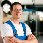 Mechaniker in einer Werkstatt
