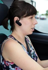 Eine Freisprecheinrichtung im Auto anstelle eines Handys nutzen