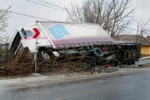 Nach einem Unfall mit einem Gefahrguttransport muss der LKW oft besonders gesichert werden.