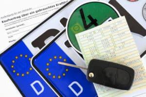 Autokennzeichen und weitere Fahrzeugpapiere