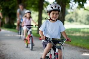 Auch Kinder müssen die vorgeschriebene Fahrradgeschwindigkeit beachten
