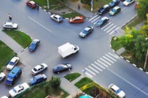 Auf der Autobahn ist die Geschwindigkeit nicht immer festgelegt. Oft gibt es nur eine Richtgeschwindigkeit