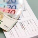 Der Bußgeldbescheid enthält Gebühren von mindestens 25 Euro