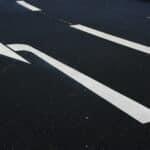 Links abbiegen mit dem Fahrrad setzt das Einhalten bestimmter Regeln voraus.