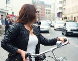 Das Einhalten der Vorfahrt auf dem Fahrrad ist wichtig für die Verkehrssicherheit.