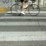 Auch Radfahrer müssen sich an die Regeln beim Fußgängerüberweg halten