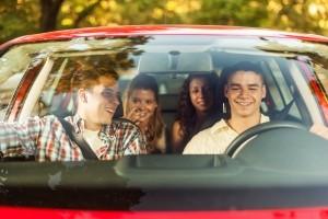 Zu viert im Auto Rettungskarte dabei Gerade bei mehreren Insassen wichtig.