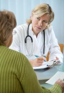 Bevor das Schmerzensgeld festgesetzt wird, werden meist mehrere Gutachten eingeholt.