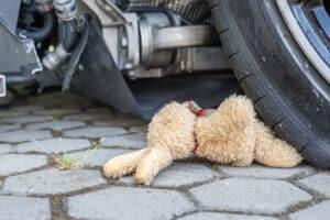 Ein tödlicher Verkehrsunfall ist schnell geschehen. Fahrer müssen besonders auf Kinder und alte Leute achten.