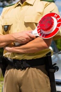 Bei allgemeinen Verkehrskontrollen werden häufig auf Verdacht Alkoholtests und Drogenschnelltest durchgeführt.