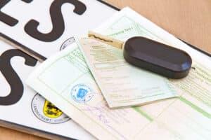 Ohne Haftpflichtversicherung gibt es keinen Fahrzeugschein bzw. Zulassungsbescheinigung für ein Kfz