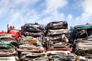 Bevor Altmetall recycelt werden kann, lagert es meist auf der Mülldeponie.