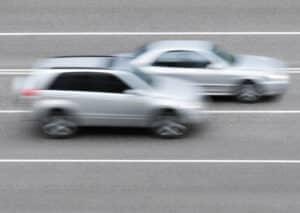 Ordnungswidrigkeit: Ist die Geschwindigkeit zu hoch, passieren häufig Unfälle.