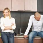 Zeugnisverweigerungsrecht: Verlobte oder Lebensgefährte dürfen vor Gericht Ihre Aussage verweigern.
