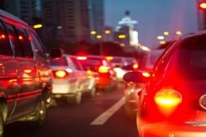 Eine Rettungsgasse auf der Autobahn kann Leben retten.