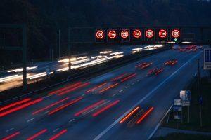 Auf der Autobahn in Italien gilt eine Geschwindigkeit von maximal 130 km/h.