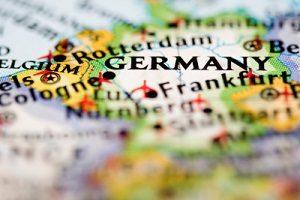 Auch deutsche Politiker dürfen ein 0-Kennzeichen führen.