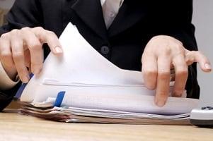 Für Rote Nummernschilder müssen viele Unterlagen eingereicht werden.