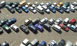 Eine Unfallskizze, die einen Parkplatz darstellen soll, muss die wichtigsten parkenden Autos enthalten.