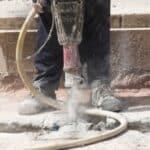 Häufig sind Gefahrenzeichen an einer Baustelle zu finden.