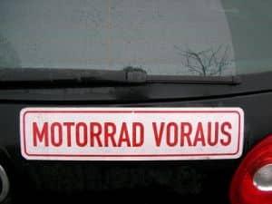 Der Fahrerlaubnis geht die Ausbildung in der Fahrschule voraus. Natürlich auch beim Motorradführerschein der Klasse A2.