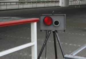 Im Gegensatz zum Radar (im Bild) oder Laser, funktioniert die Geschwindigkeitsmessung per Lichtschranke ümit dem Weg-Zeit-Prinzip.