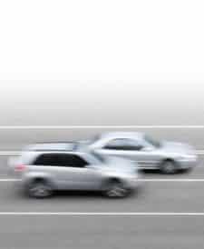 Löst die Lichschranke den Blitzer falsch aus, etwa, weil ein Fahrzeug Sie überholt, kann der Einspruch lohnen.