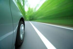 Fährt ein Fahrzeug zu schnell durch die Lichtschranken, wird der Blitzer ausgelöst. Die Messung kann jedoch auch Fehler aufweisen.