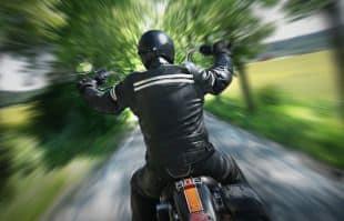 Deutsche Radaranlagen blitzen von vorne. Motorradfahrer haben es da leicht, unerkannt zu entkommen.