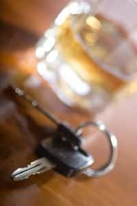 Menschen, die den Konsum von Alkohol nicht durch kontrolliertes Trinken in den Griff bekommen, bleibt die Abstinenz.