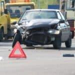Nach einem Autounfall entstehen zahlreiche Kosten z. B. für die Reparatur oder den Mietwagen.