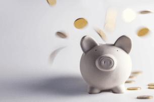 Wenn Sie bei Unfallschäden einen Gutachter beim DEKRA beauftragen, müssen Sie nicht Ihr Sparschwein plündern. Bei Unverschulden zahlt die Versicherung des Verursachers.