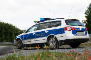 LAVEG ist reines Messgerät - ein Laser ohne Blitzer.  Nach der Messung einer Tempo-Überschreitung erfolgt in der Regel eine Polizeikontrolle.