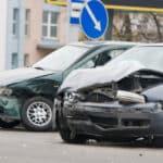 Erfahren Sie in diesem Ratgeber, wie die Teilschuld nach einem Unfall festgelegt wird.
