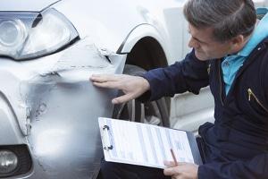 An einem Unfall sind beide schuld: Welche Versicherung zahlt eigentlich?