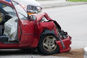 Nach einem Unfall ist eine Entschädigung seitens des Unfallgeschädigten geltend zu machen.