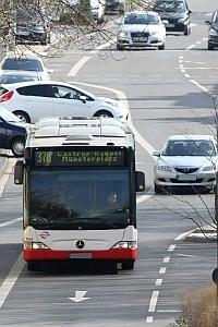 Der Busfahrer muss laut § 35g der StVZO mit den Feuerlöschern an Bord umzugehen wissen.