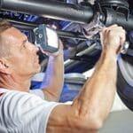Kfz-Kostenvoranschlag: Vor der Reparatur am Auto sollten Sie ein Gutachten erstelllen lassen, indem der Schaden und der Preis für die Reparatur geschätzt werden.