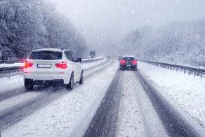 Im Straßenverkehr ist der Schnee zu räumen.