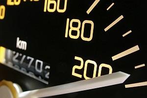 Wie schnell darf ein Bus fahren? Auf Autobahnen sind höchstens 100 km/h erlaubt - und auch nur für Reisebusse.