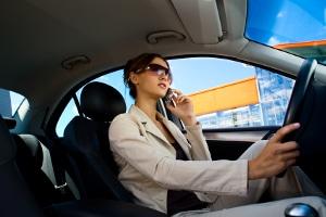 Dürfen Sie während einer Rotphase das Handy an der Ampel benutzen?