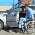 Autofahren im Rollstuhl: Mobil trotz körperlicher Beeinträchtigung.
