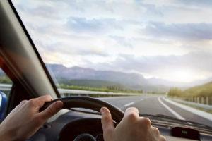 Darf man Autofahren, wenn man auf einem Auge blind ist?