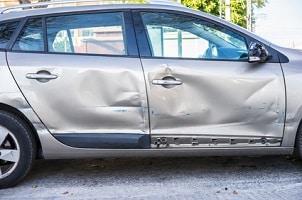 Wer zahlt die Gutachterkosten nach einem Autounfall?