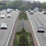 Mindestgeschwindigkeit auf der Autobahn ist in Deutschland Pflicht. Weniger darf nur in Ausnahmefällen gefahren werden.