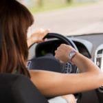 Eine Smartwatch am Steuer kann schnell Unfälle provozieren.